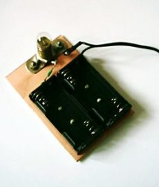 Úplne jednoduchá nabíjačka akumulátorov