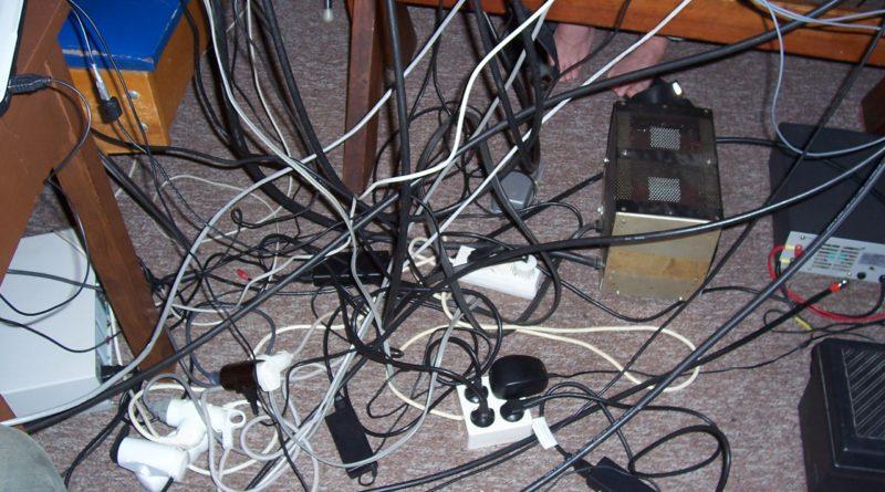 Bezdrôtové spojenie si vyžaduje veľa káblov
